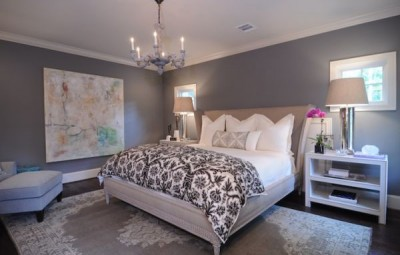 A decoração de quarto de casal cinza e branco pode fazer você rever os seus conceitos (Foto: assimeugosto.com)