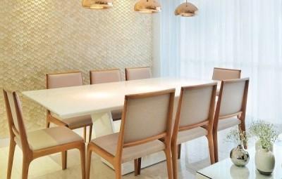 A decoração de sala de jantar com mesa branca vai sofisticar a sua casa (Foto: assimeugosto.com)
