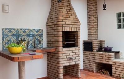 Há muitas e lindas ideias de revestimentos para decorar a área de churrasqueira (Foto: revistacasaejardim.globo.com)