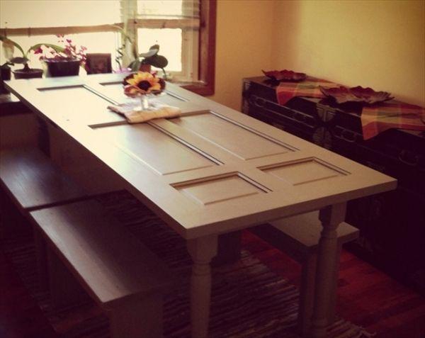Mesas feitas com portas para decoração renovam qualquer ambiente (Foto: diyandcraftsideas.com)