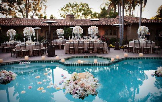 Há muitas e lindas decorações de piscinas para festas (Foto: pinterest.com)