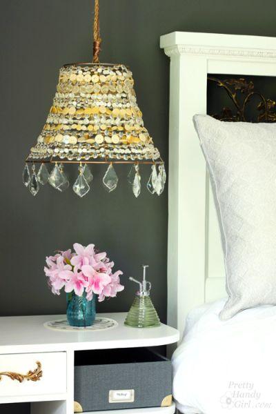 Este lustre decorativo para ambientes é lindo e pode ser sustentável (Foto: prettyhandygirl.com)