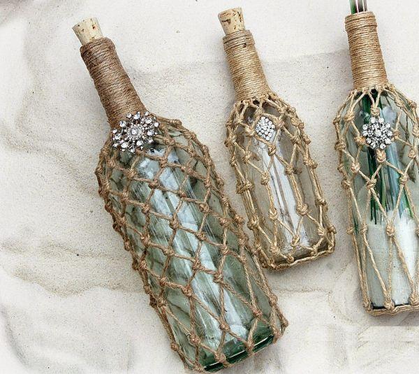 Decorar garrafa para ambientes rústicos pode fazer você ganhar um dinheiro extra, caso comercialize algumas peças (Foto: cameocottagedesigns.blogspot.com.br)