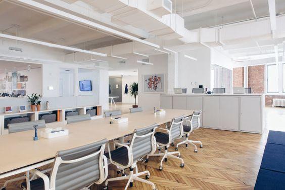 Os projetos de interiores corporativos podem , sim, também ter algum toque especial inusitado, basta não exagerar (Foto: pinterest.com)
