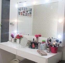 Invista pesado na decoração para canto de maquiagem pequeno (Foto: pinterest.com)