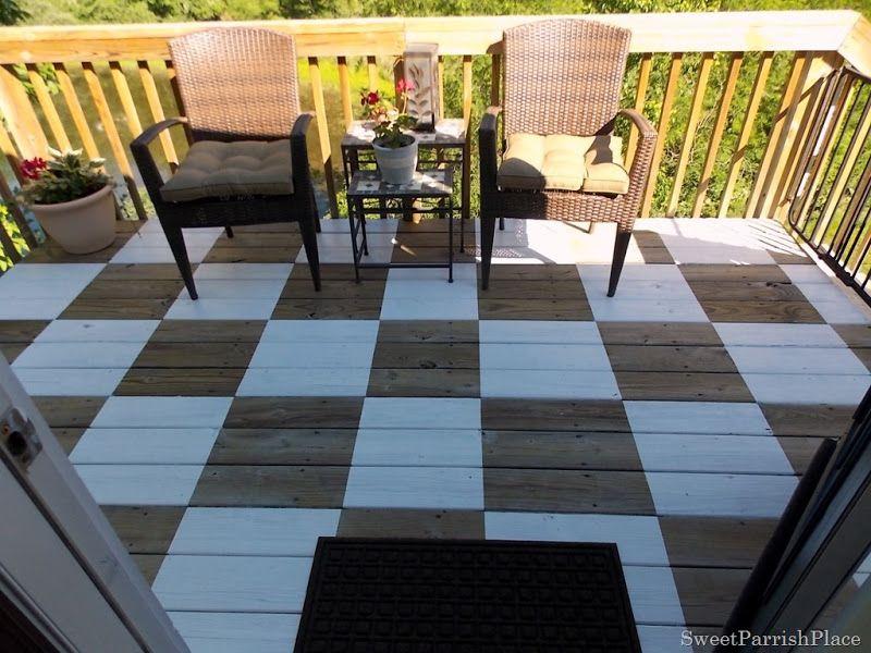 Refazendo a decoração do deck de madeira você muda totalmente o visual da área externa do seu lar (Foto: sweetparrishplace.com)