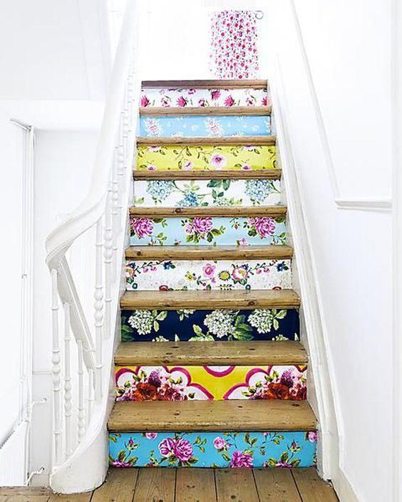 Escada com Papel de Parede