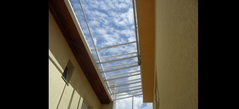 corredor com telhado