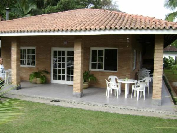 fachada de casa de campo varanda em volta