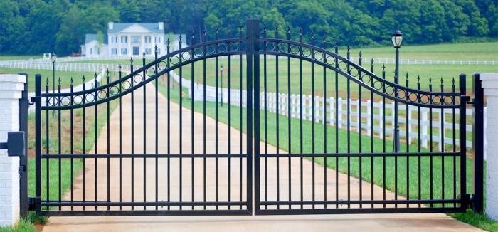 fotos de portão fechado preto