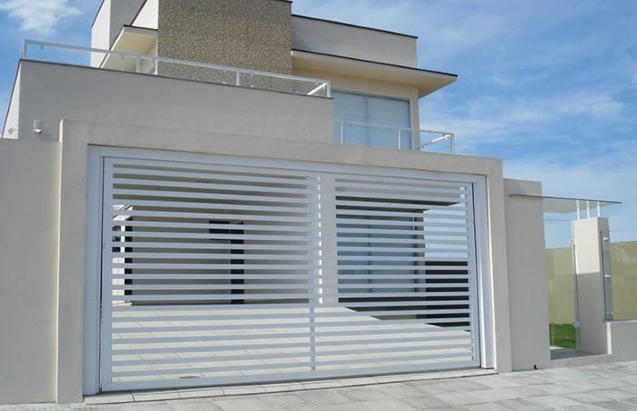 modelo de portão de garagem aberto