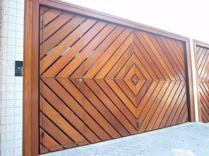 portao de madeira lindo