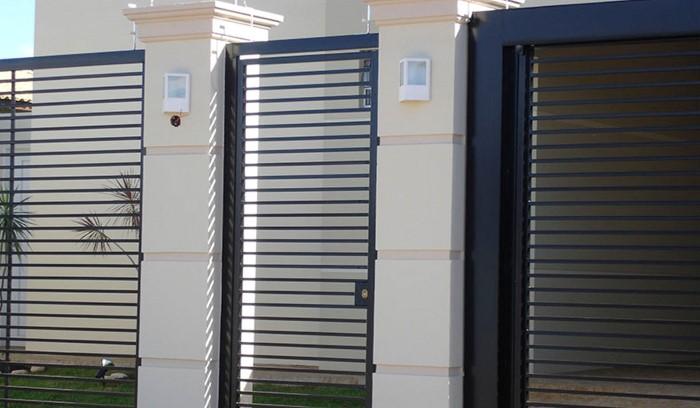 portao preto de aluminio pintado