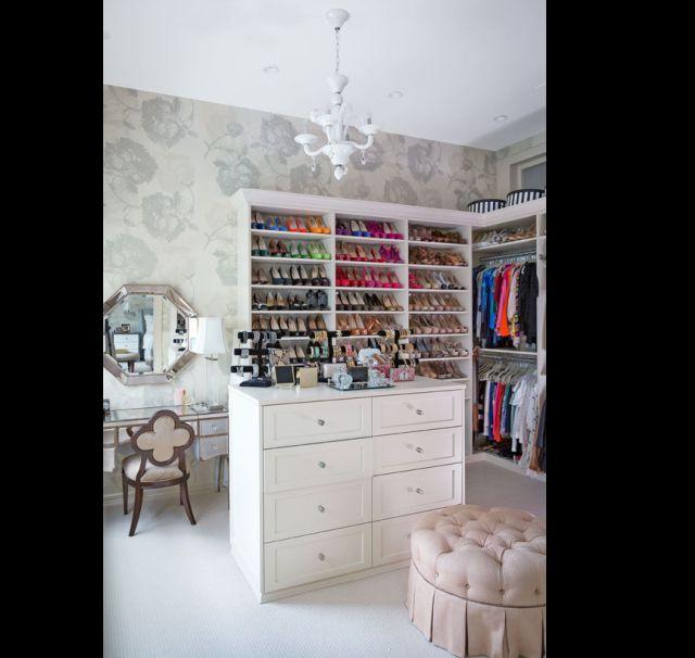 closet com papel de parede