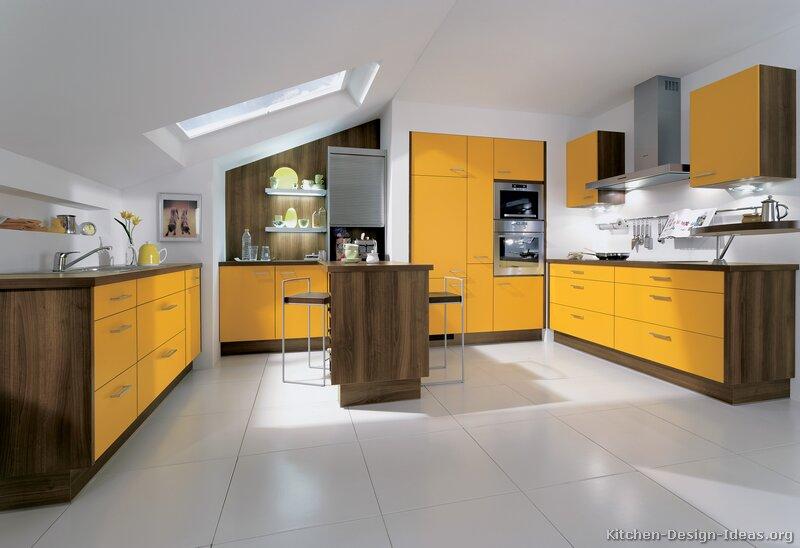 cozinha amarela com madeira