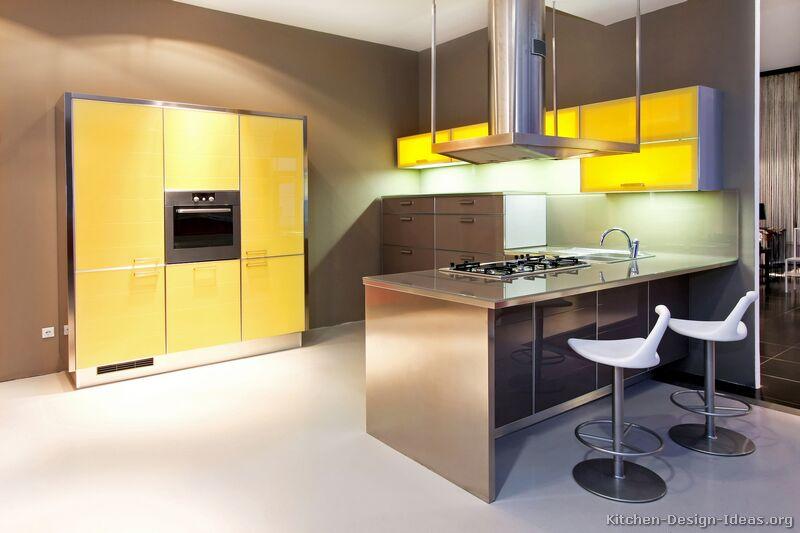 cozinha amarela com marrom
