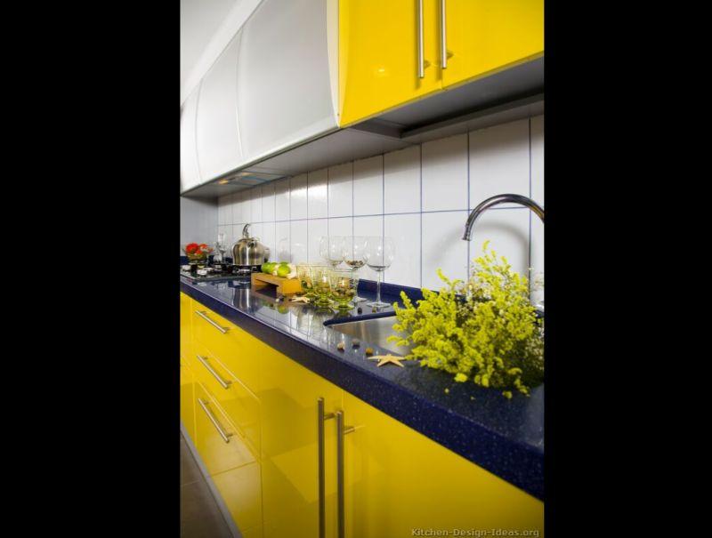 cozinha amarela com granito