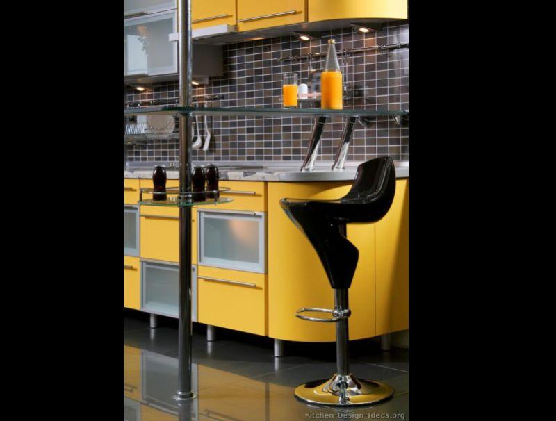 cozinha amarela com pastilha