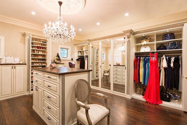 closet com lustres