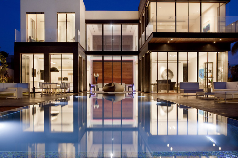 piscina grande e moderna