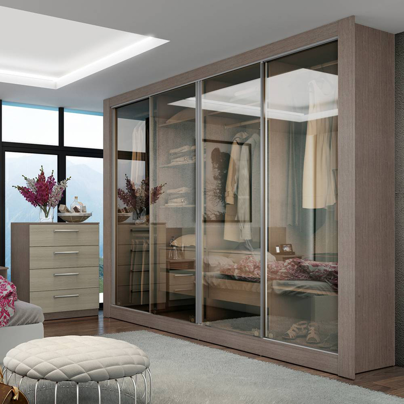 armário planejado com portas de vidro