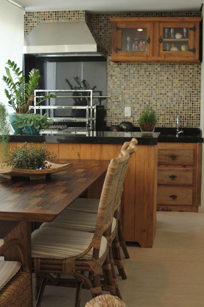 varanda rústica gourmet com madeira