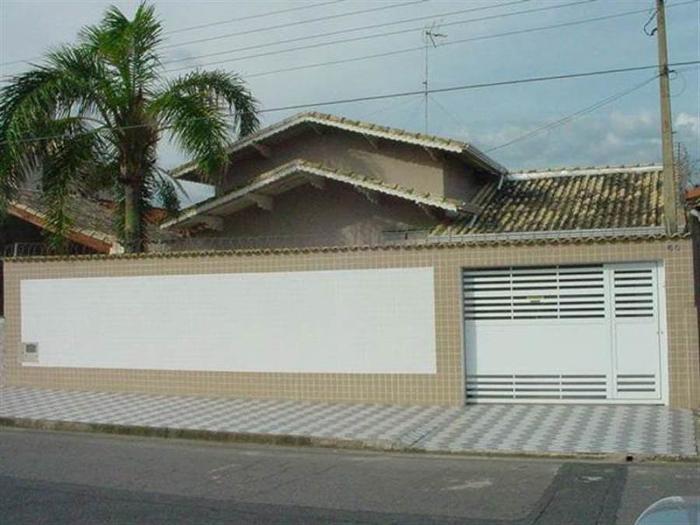muro de residência branco e bege