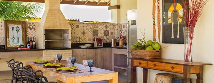 varanda rústica gourmet com quadros