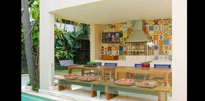 varanda rústica gourmet com azulejos estampados