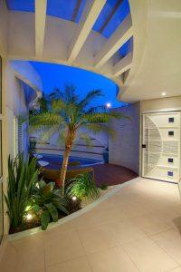 decoração com coqueiro dentro de casa