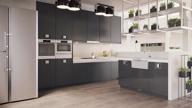 cozinha branca e preta com piso de madeira