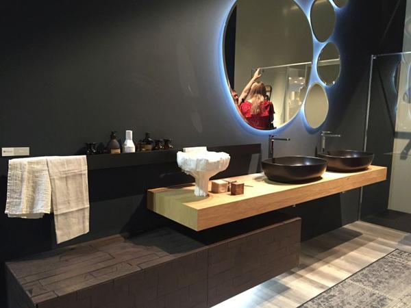 espelho de banheiro futurista