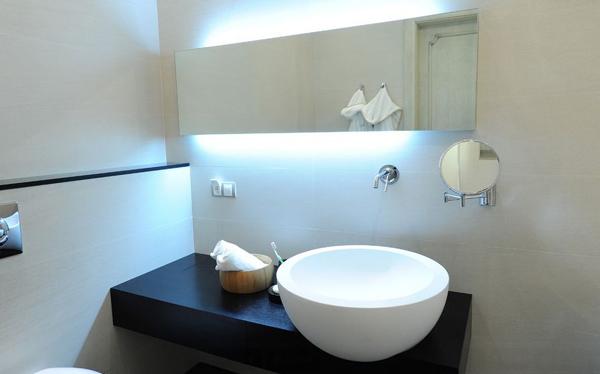 espelho de banheiro com luz embutida