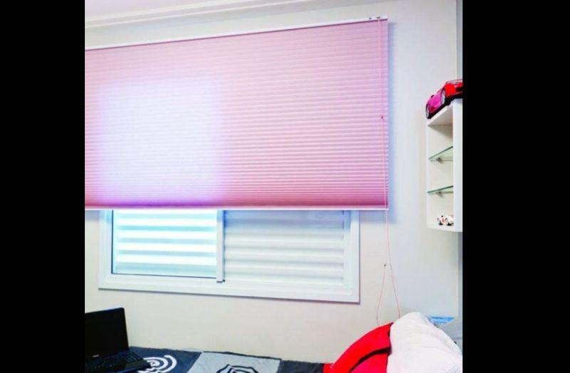 persiana de quarto rosinha