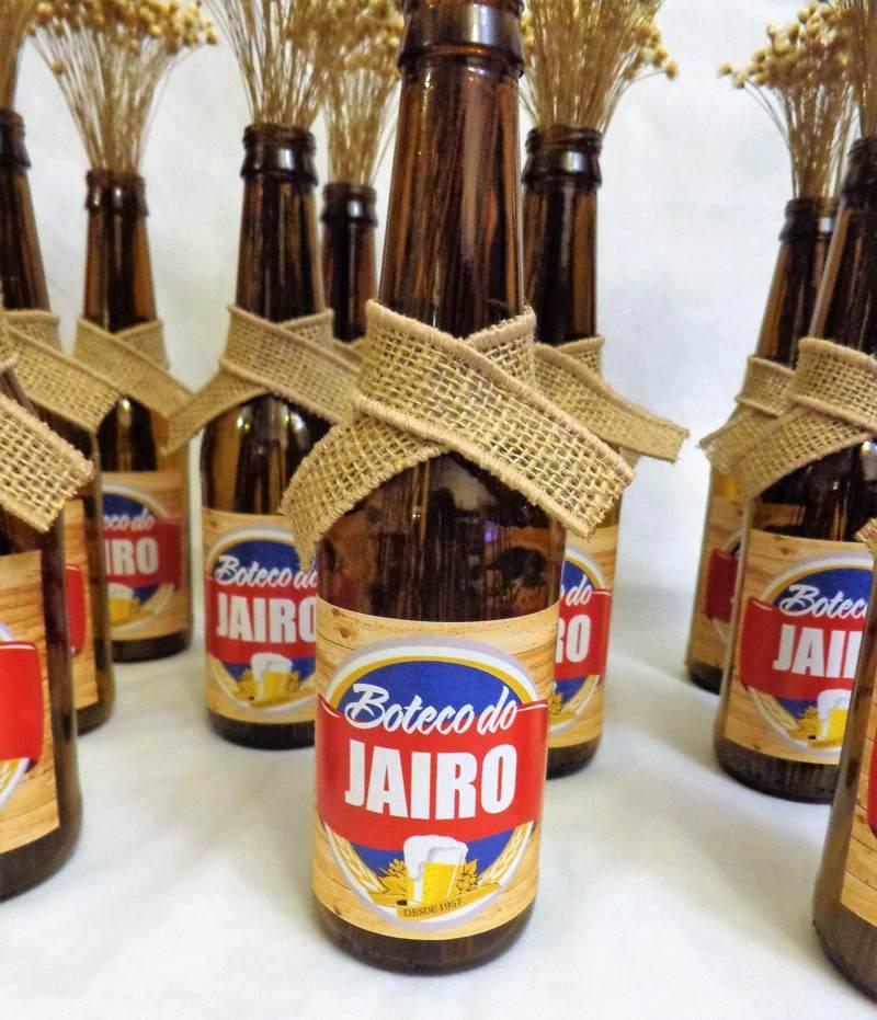 garrafa decorada com juta para festa boteco