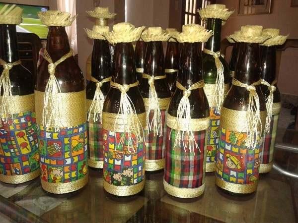 decoração de garrafa de cerveja para festa junina