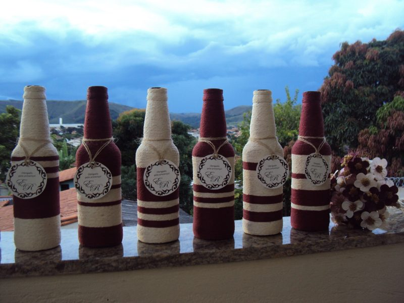 garrafa decorada com linhas