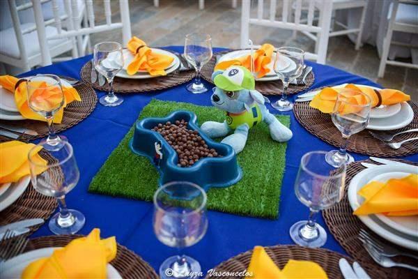 mesa de decoração patrulha canina