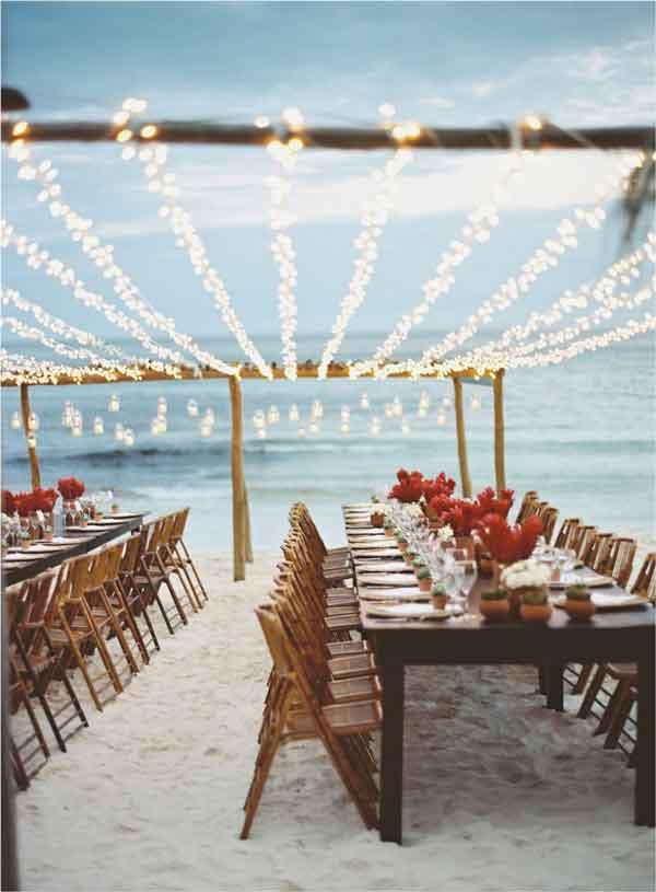 Mesa longa para recepção dos convidados