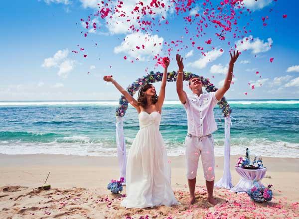 Casamento com mar de fundo