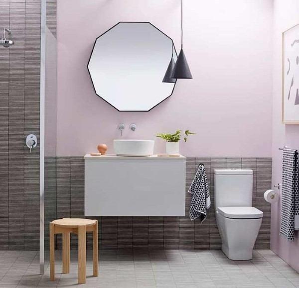 banheiro pequeno e moderno espelho