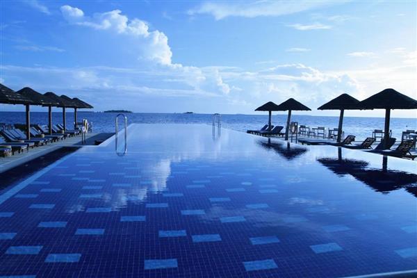 piscina borda infinita grande