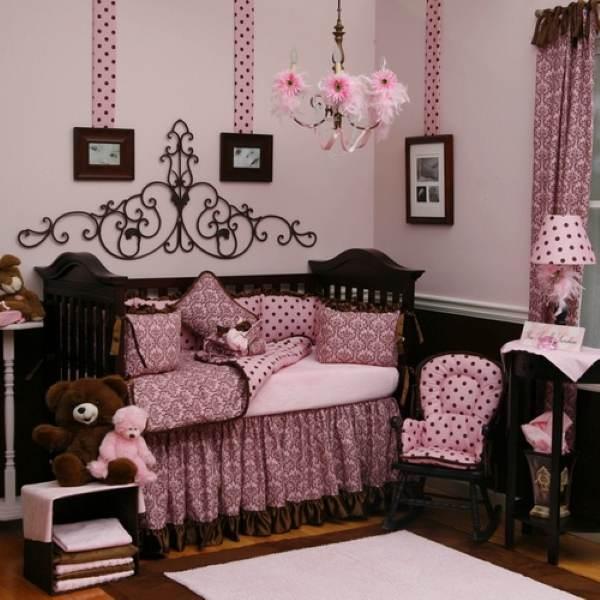 quarto para bebê marrom e rosa