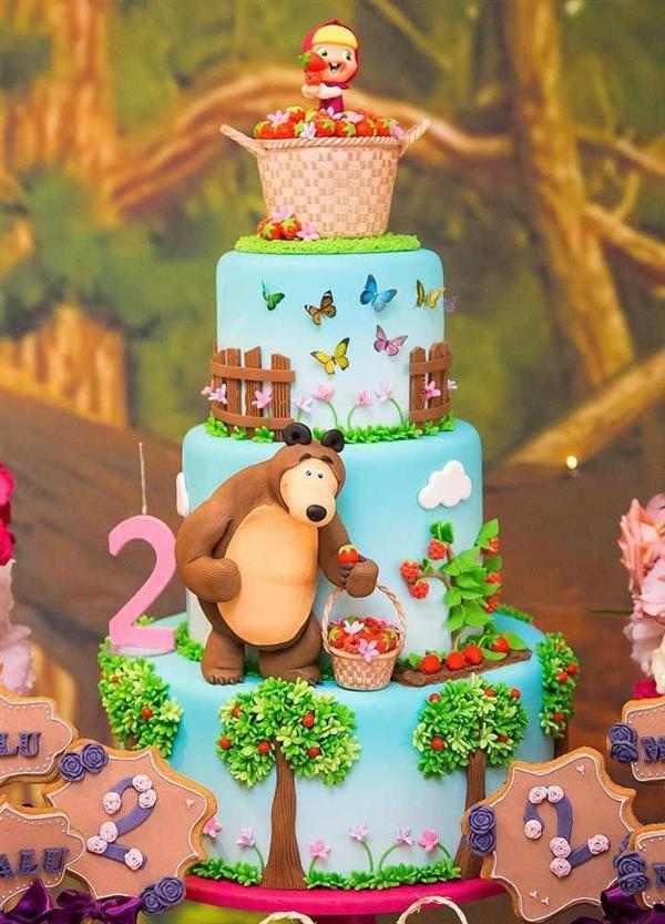 decoração de bolo masha e o urso