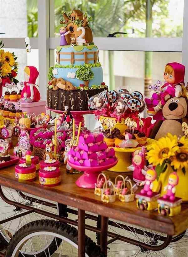 bolo masha e o urso decorado