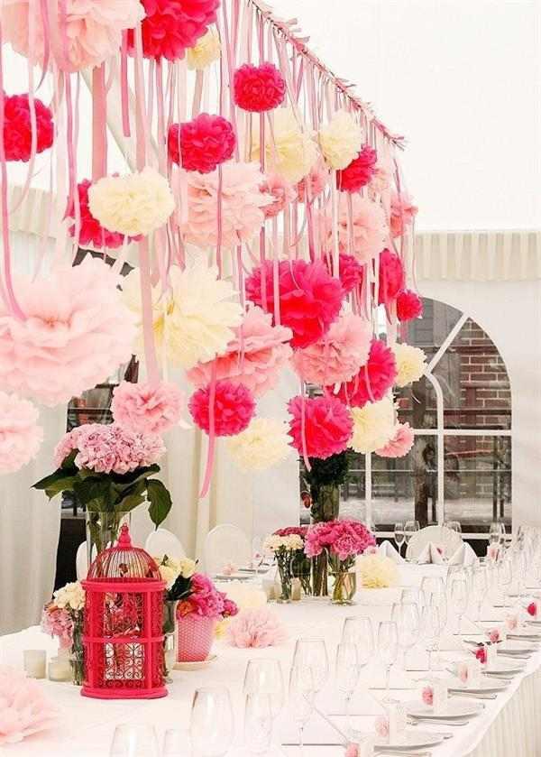 decoração com balão e papel crepom