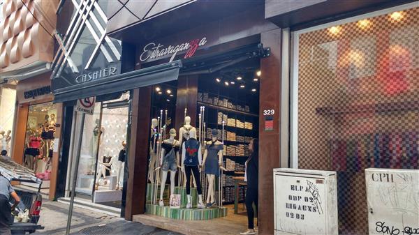 fachadas de lojas com toldo
