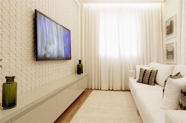 sala decorada com sofá branco