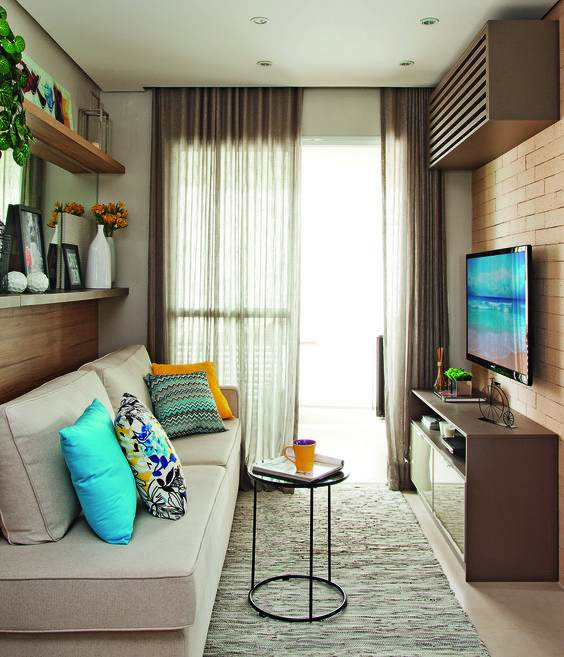 sala decorada com sofá cinza