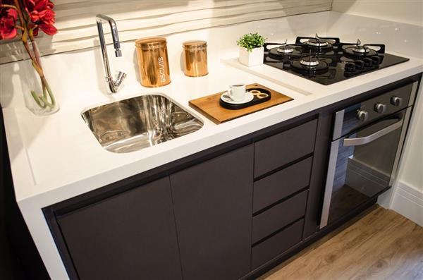 cozinha preta pequena